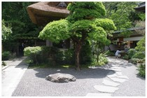 140630_報国寺梵鐘の周り.jpg